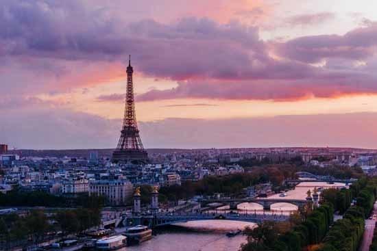 قصة سبب اختراع العطور في فرنسا L