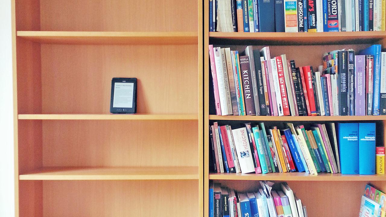 لماذا الكتب الإلكترونية أفضل من الكتب الورقية ؟ - 5 أسباب -