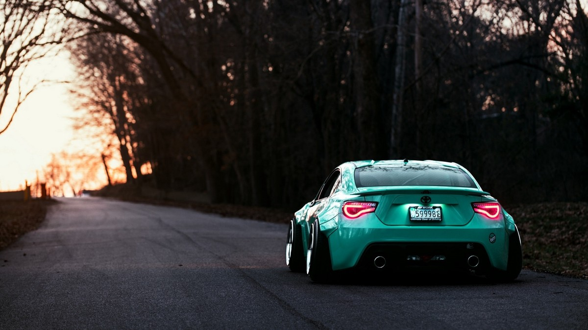 toyota_gt86_rear_view_evening_105093_1920x1080
