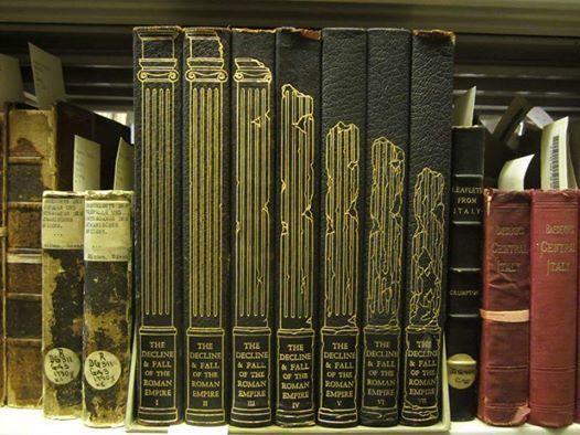 [صورة] كيف يمكن أن تعبّر عن إنهيار الحضارة الرومانية علي أغلفة الكتب ؟